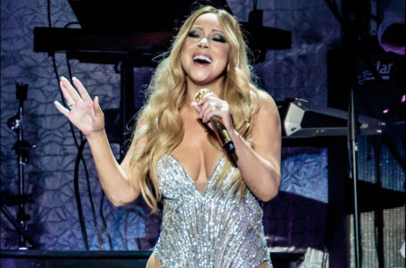 Mariah Carey performs on April 16, 2016. (Sergio Infuso/Getty Images)