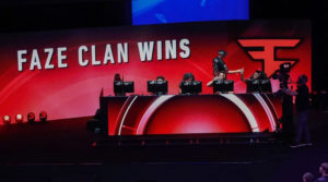 photo: 'FaZe Clan players table during competition' | (Credits:LUKE WALKER/GETTY IMAGES)