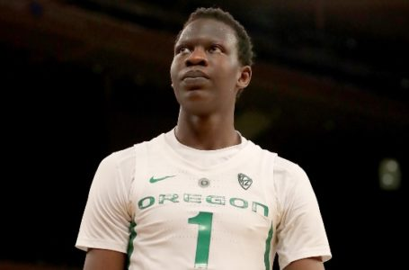 photo: Bol Bol wearing home Oregon jersey | (Credits: Getty Image)