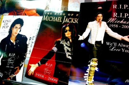 Michael Jackson memorabilia is on display for sale at Times Square in New York City. (Photo: AFP/Astrid Stawiarz)