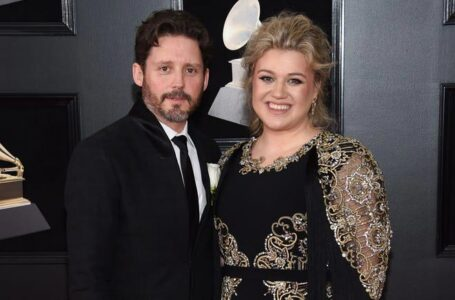 Kelly Clarkson is divorcing her husband, Brandon Blackstock. (Credit: Evan Agostini / Invision / AP)