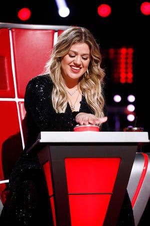 "Kelly Clarkson on ""The Voice"" NBC (Credit: Trae Patton / NBC)"